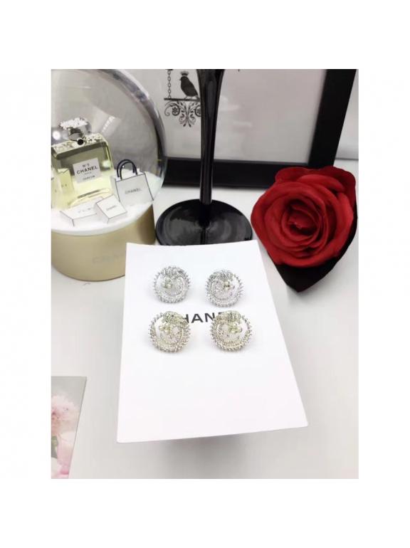 Белые Серьги Chanel круги камни жемчужики в белом