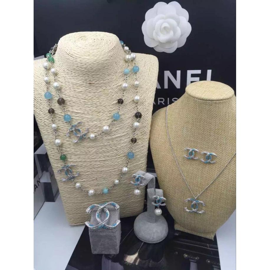 Бирюзовое Колье Chanel бело - прозрачно - голубые жемчужинки бирюза