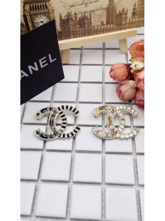 Белая Брошка Chanel значок бело - синие камни