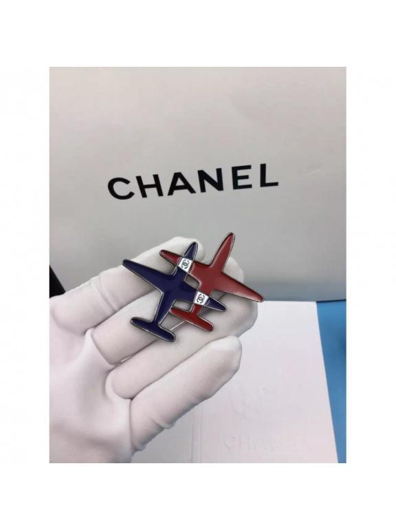 Черная Брошка Chanel самолеты эмаль сине - красные в черном