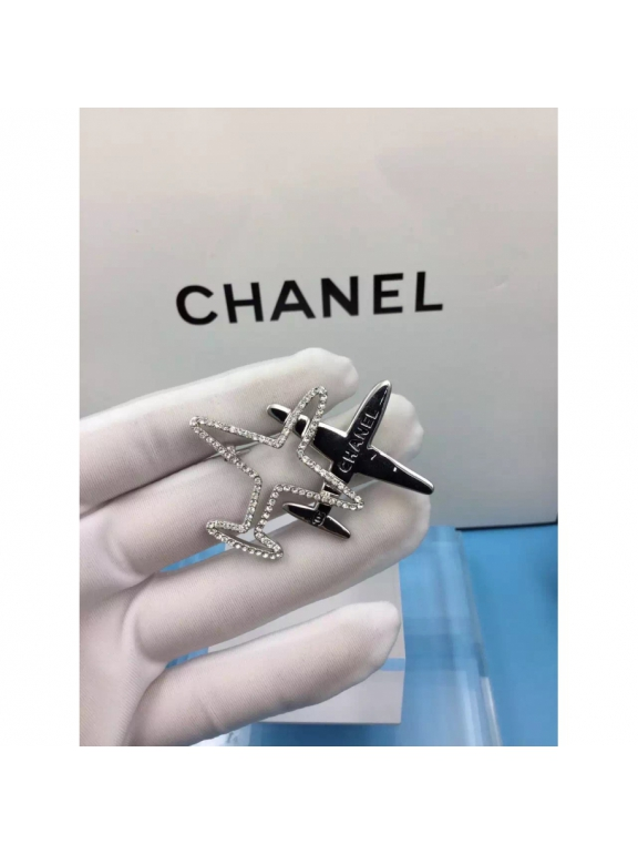 Белая Брошка Chanel белые самолеты камни