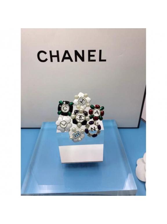 Золотая Брошка Chanel цветы бело - черно - зеленые