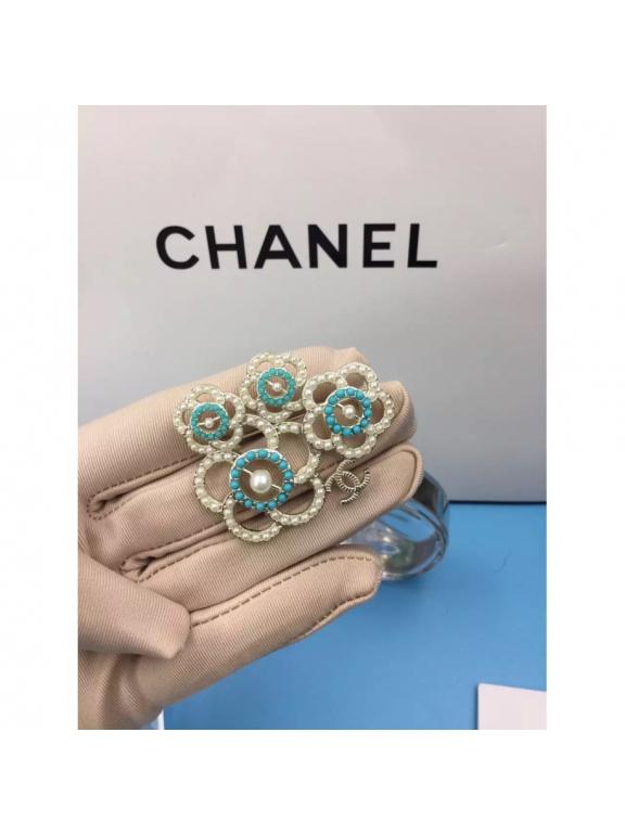 Золотая Брошка Chanel цветы бирюзово - белые жемчужинки