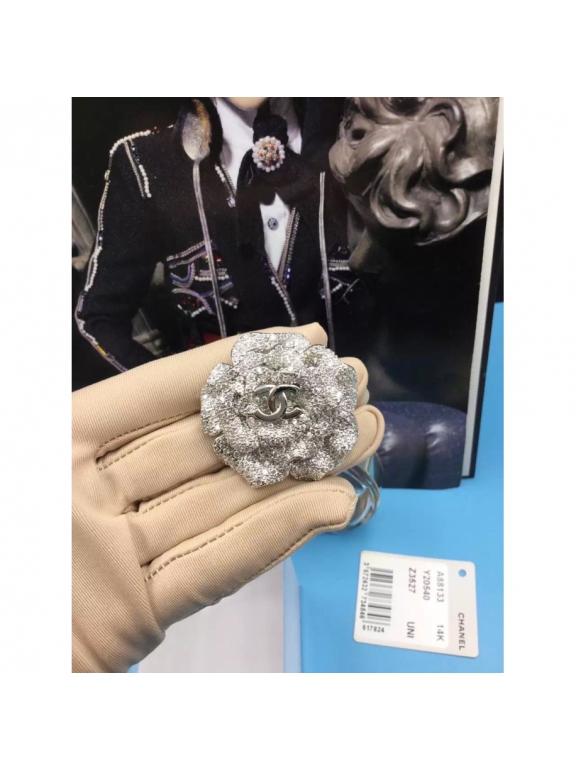 Белая Брошка Chanel белый цветок камни