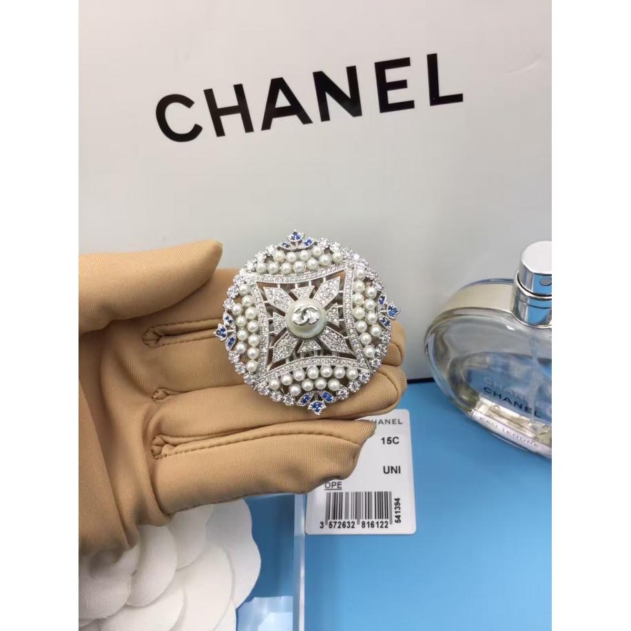 Белая Брошка Chanel белый круг жемчужинки синие камни