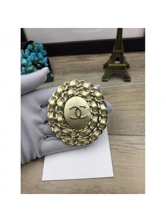 Золотая Брошка Chanel овал кожа золотой