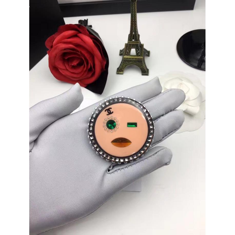 Розовая Брошка Chanel круг розовая пудра камни