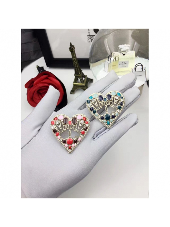 Голубая Брошка Chanel голубое сердечко руки