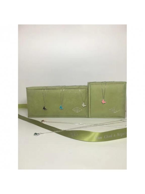Белая Подвеска Van Cleef & Arpels одна бабочка в белом