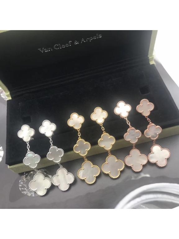 Тройные Белые Серьги в стиле VCA в золоте