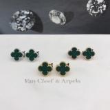 Средние Зеленые Серьги Van Cleef & Arpels в белом