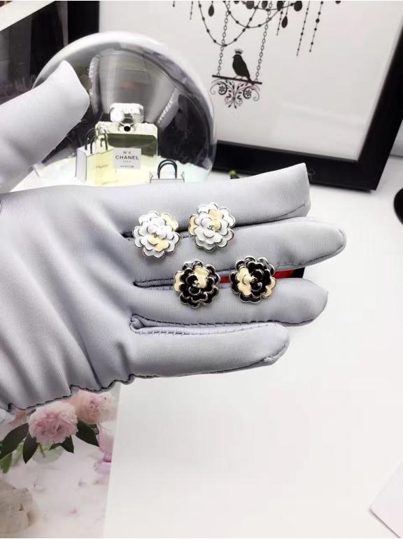 Золотые Серьги Chanel цветочки эмаль розово - черные