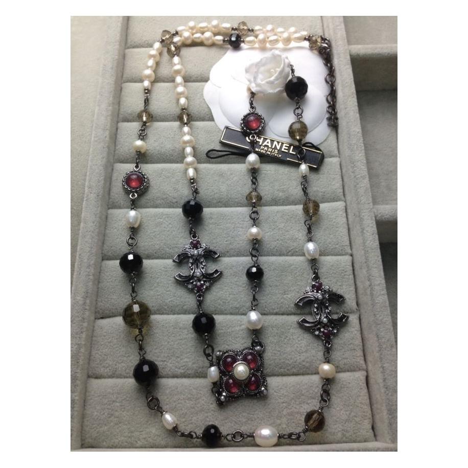 Белое Колье Chanel маленький жемчуг черно - коричневые кристаллы