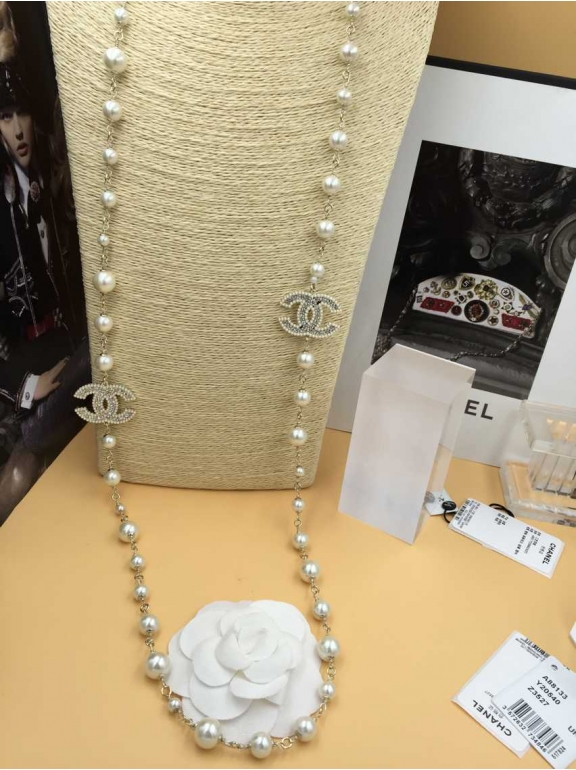 Золотое Колье Chanel Белые Камни Значки