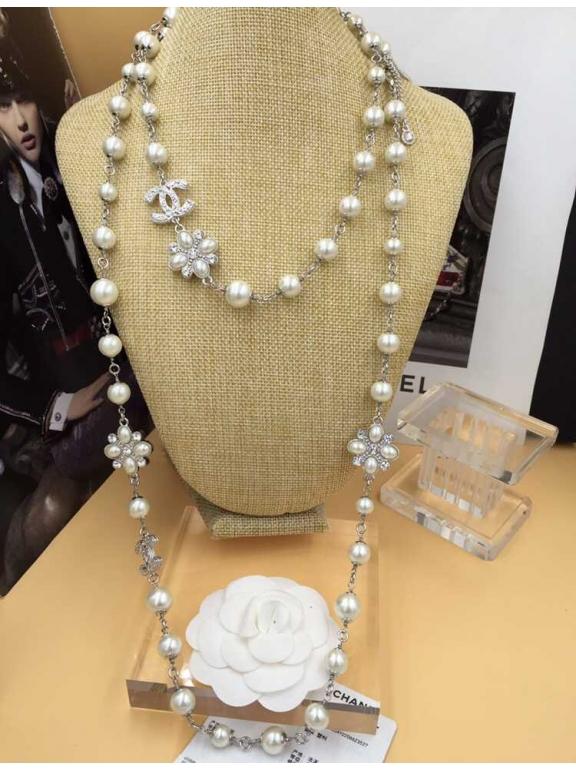 Колье Chanel Белые Жемчужинки Цветочки Камни