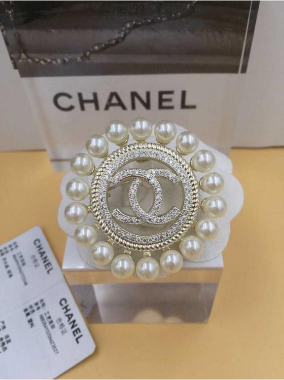 Золотая Брошка Chanel круг жемчужинки золотые камни значок