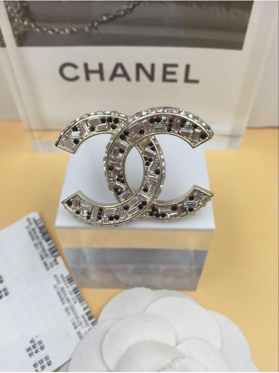 Золотая Брошка Chanel золотой значок бело - черные камни