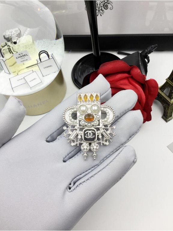 Белая Брошка Chanel ацтеки белая