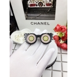 Черная брошка Chanel очки