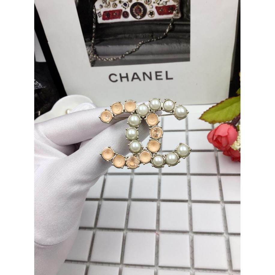 Бело - Розовая брошка Chanel