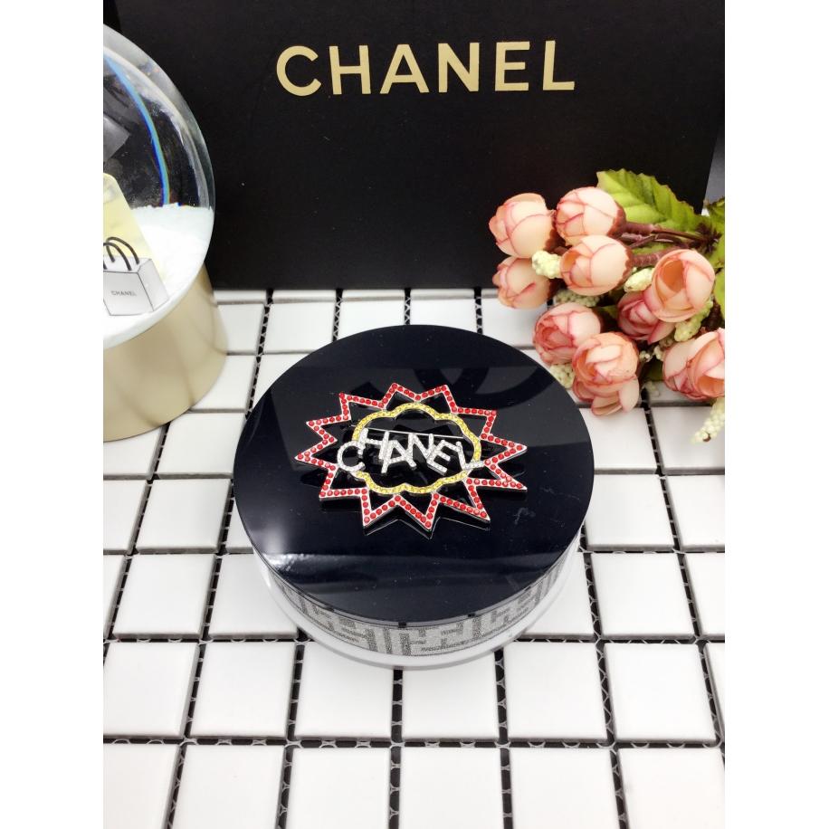 Золотая брошка Chanel разноцветные камни