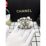 Серая брошка Chanel жемчужинки
