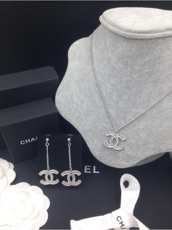 Подвеска Chanel белый значок