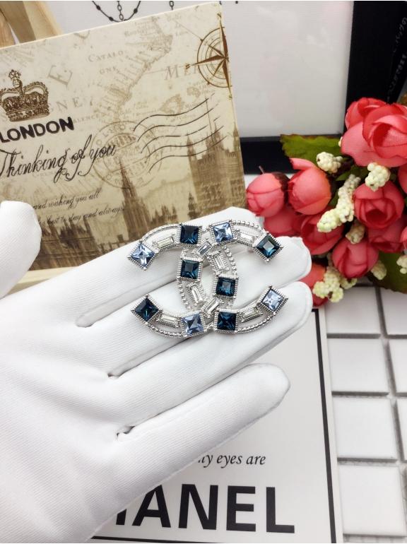 Белая Брошка Chanel бирюзово - синие камни