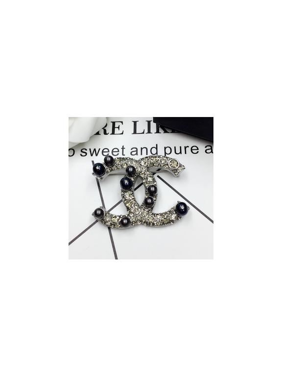 Серая Брошка Chanel серые жемчужинки камни