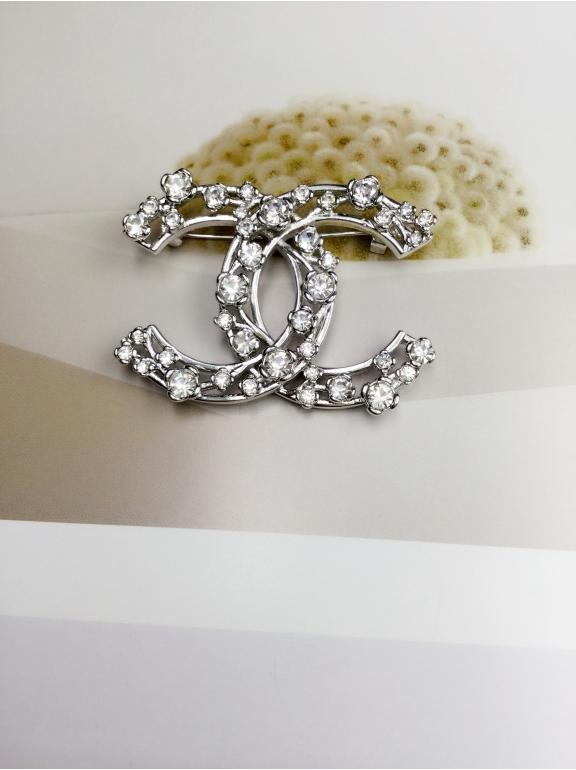 Белая Брошка Chanel камни