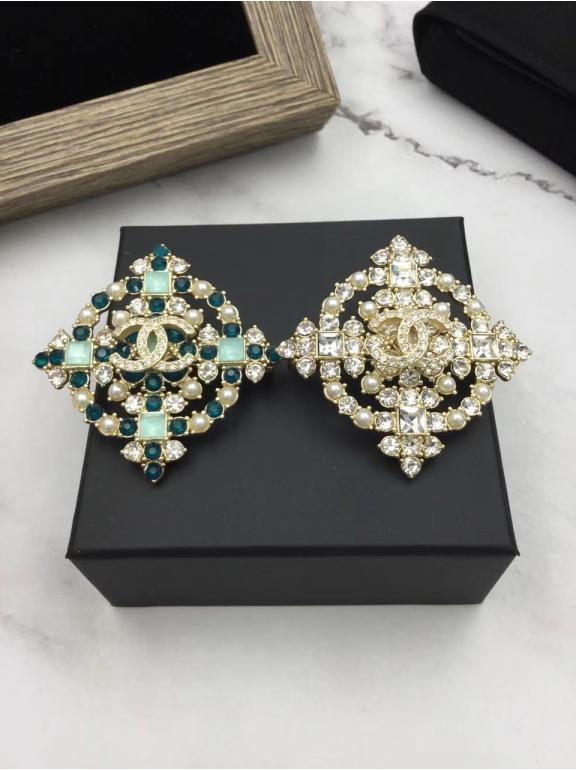 Золотая Брошка Chanel бело - зеленые камни жемчужинки