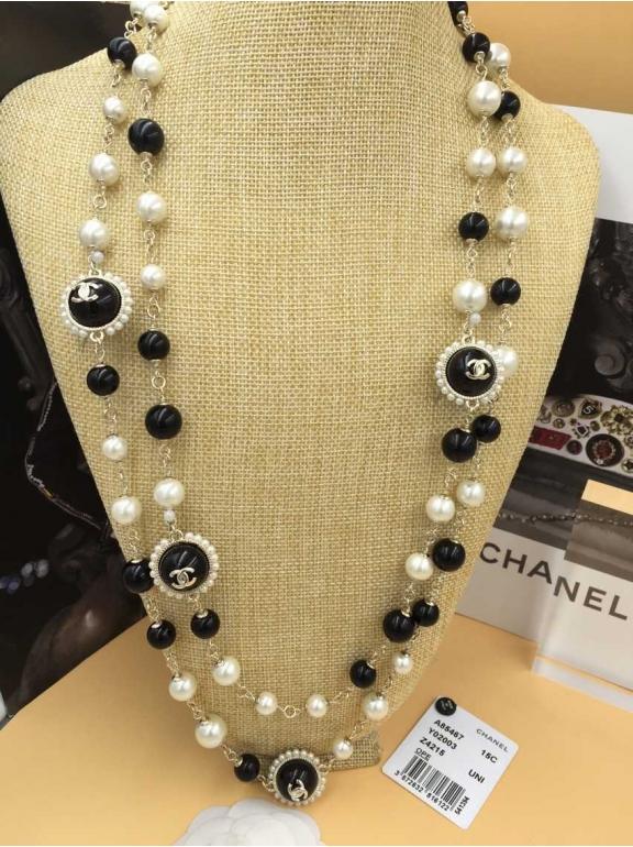 Колье Chanel бело - черные жемчужинки шарики