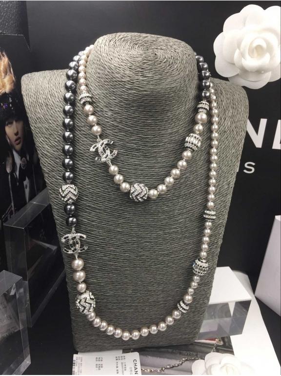Колье Chanel серо - черные жемчужинки круги бело - черные камни