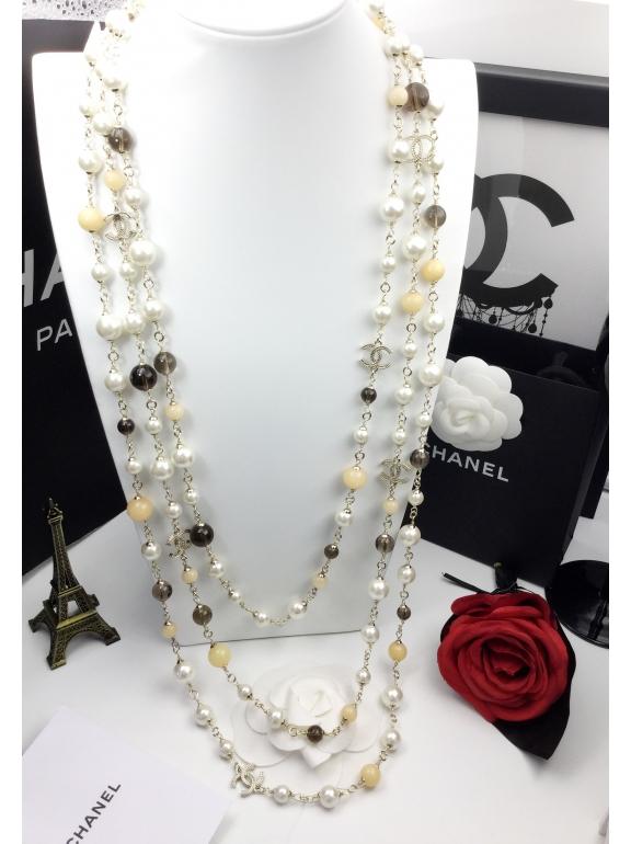 Колье Chanel бело - коричневые жемчужинки значки