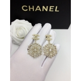Золотые Серьги Chanel значок орнамент белые жемчужинки