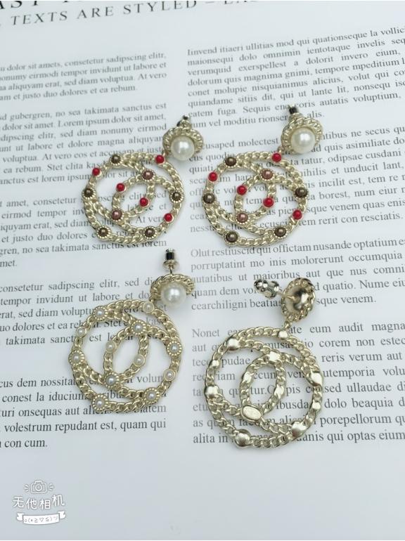 Золотые Серьги Chanel круги значок белые жемчужинки