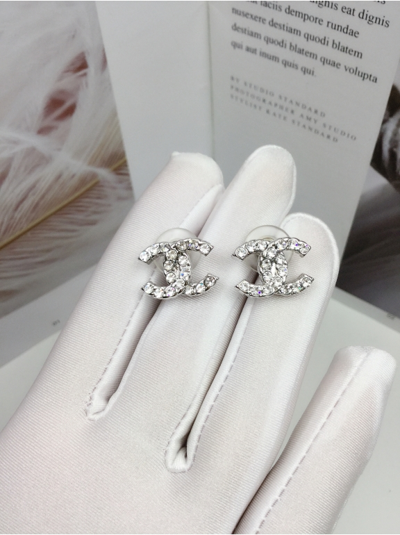 Белые Серьги Chanel значок камни
