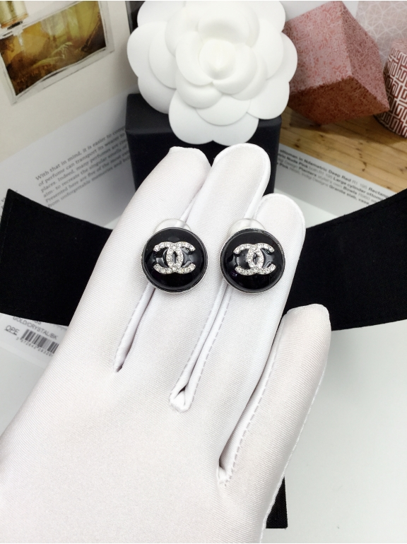 Черные Серьги Chanel круг значок белые камни в белом