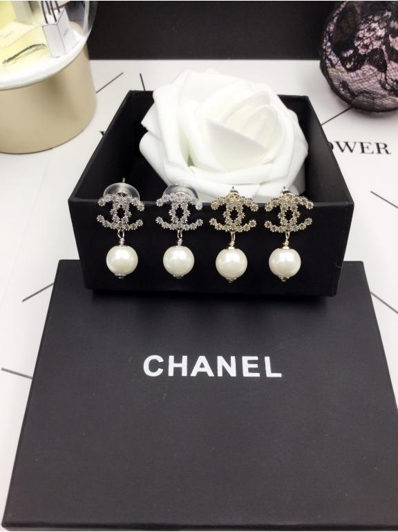 Белые серьги Chanel значок камни жемчужинка