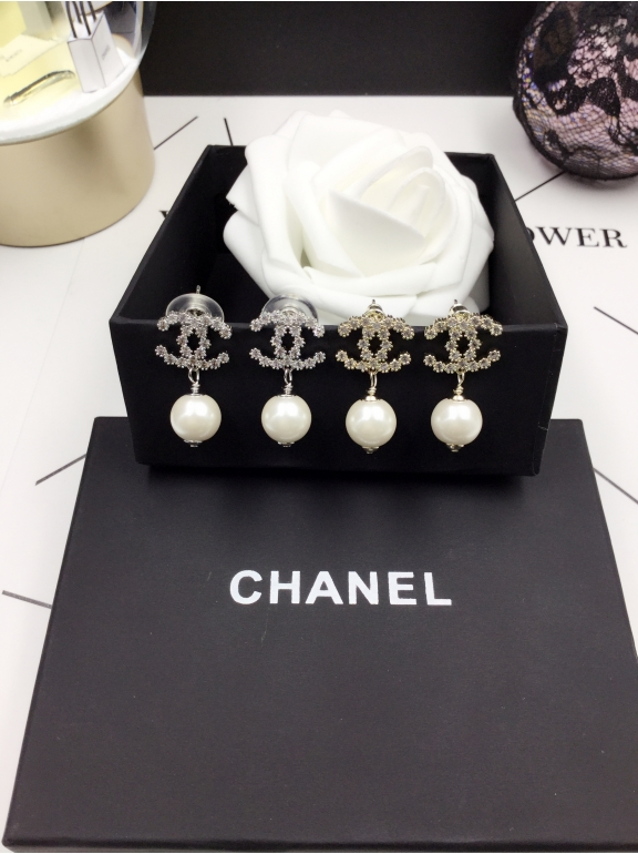 Золотые серьги Chanel значок камни жемчужинка
