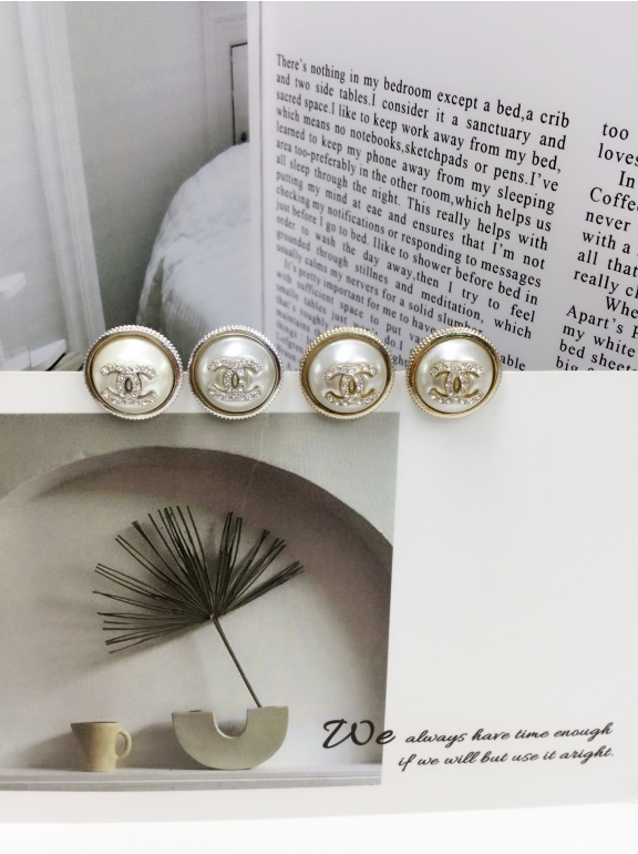 Белые Серьги Chanel белая жемчужинка значок камни
