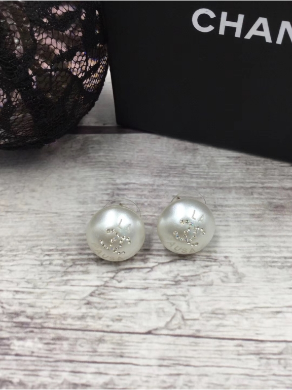 Серьги Chanel белая жемчужинка камни