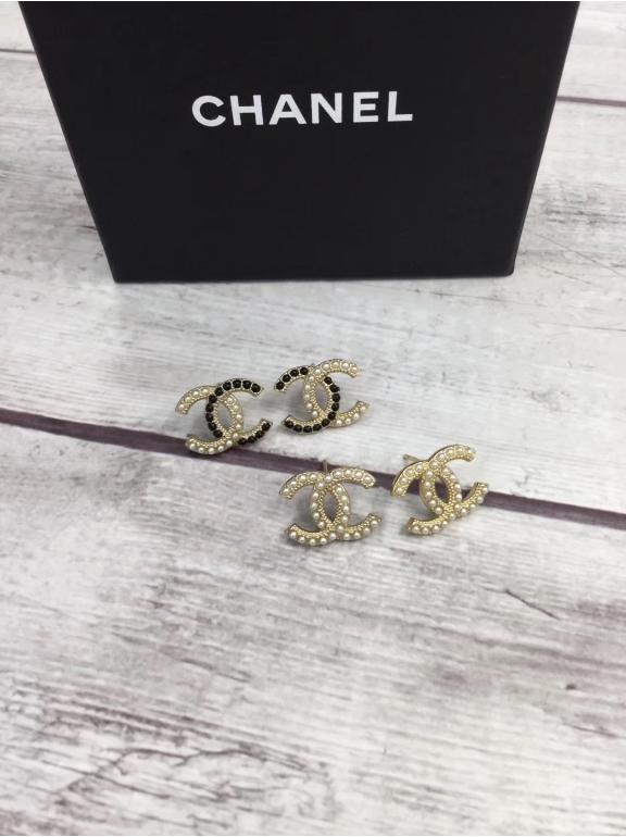 Золотые серьги Chanel значок белые жемчужинки