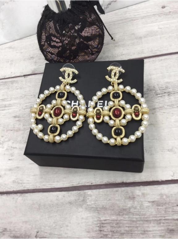 Золотые серьги Chanel значок белый овал жемчужины