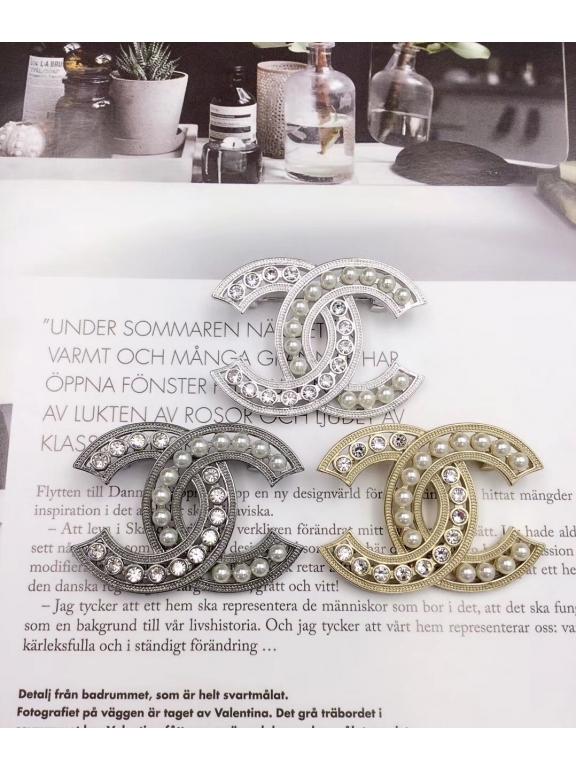 Белая Брошка Chanel значок жемчужинки камни