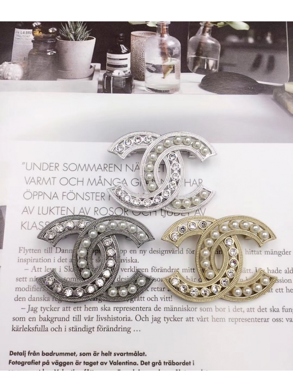 Серая Брошка Chanel значок жемчужинки камни