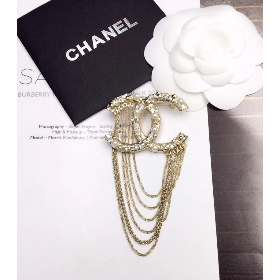 Золотая Брошка Chanel значок жемчужинки камни висюльки