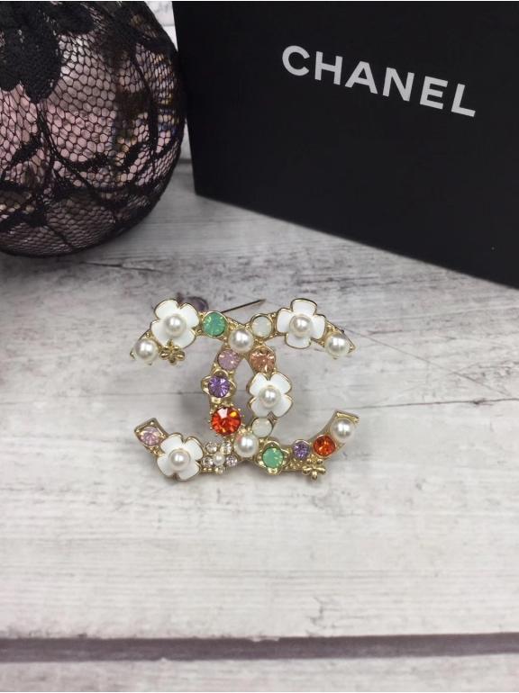 Золотая Брошка Chanel белые цветочки эмаль разноцветные камни