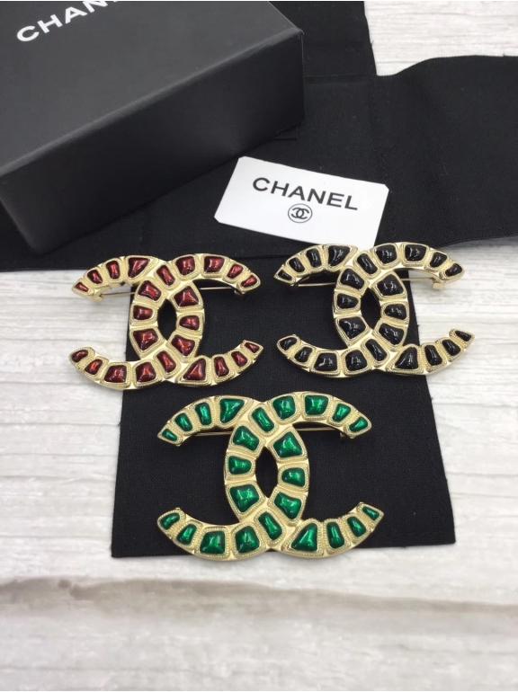 Золотая Брошка Chanel зеленый значок