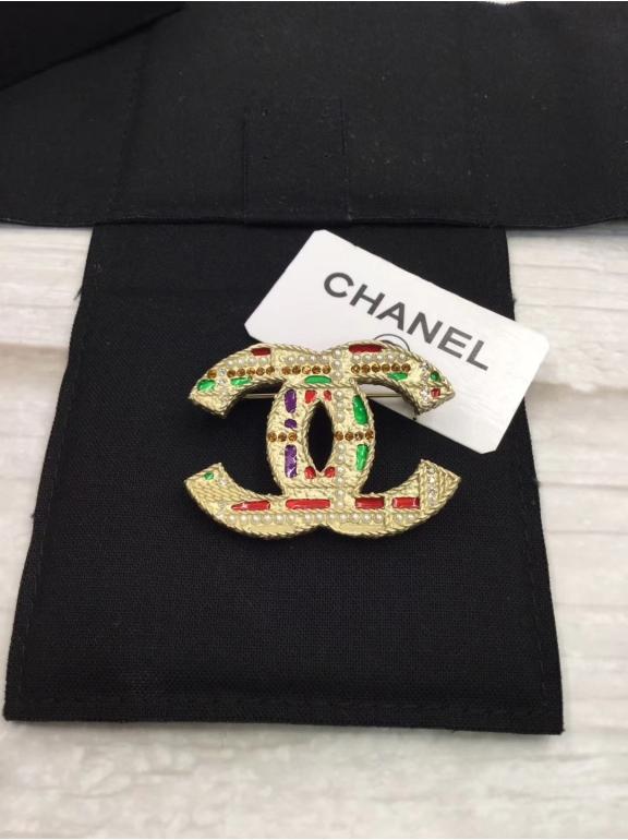 Золотая Брошка Chanel разноцветная эмаль жемчужинки